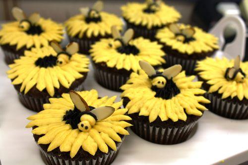 Bee-mine cupcakes