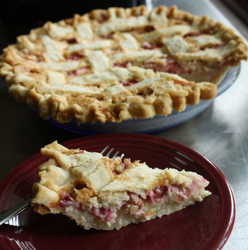 Rhubarb_pie_lores